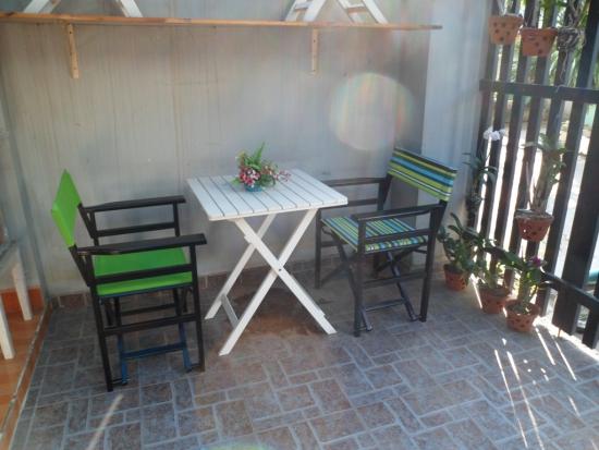 bàn ghế bán cà phê